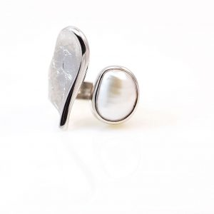 Rhodium &oxidised silver  ring with pearl